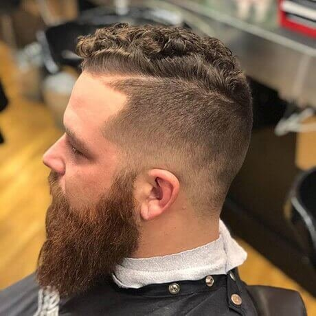 Textured Top Taper Low Fade Men's Haircut Eastown Judes Barber Shop